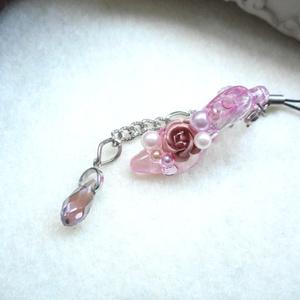 ストラップ・薔薇とピンクのピンヒール