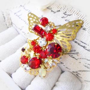 ブローチ・赤の蝶