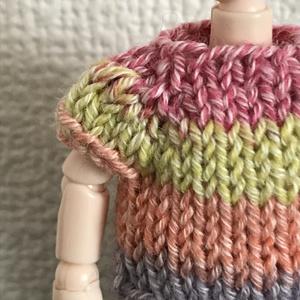 オビツ11 multicoloredの手編みのセーター