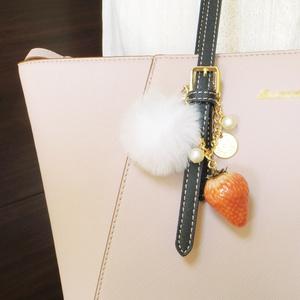苺のデザートバッグチャーム