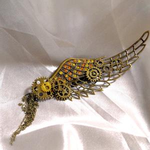 羽ばたく翼のストール留め