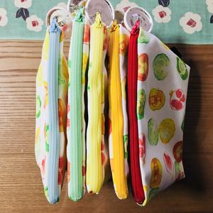 【ポーチ】信号色野菜ゴロゴロ 三角マチ付きポーチ