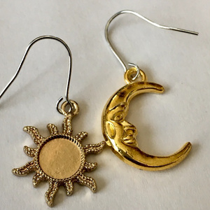 太陽と月のピアス