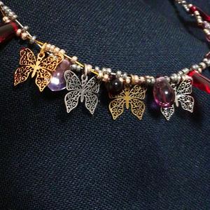 透かし蝶のワイヤーチョーカー