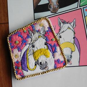 お馬ちゃん手刺繍ブローチ(スノードラゴン)