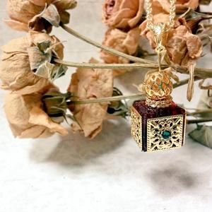 魔法店の小瓶ネックレス