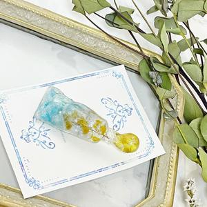 花絵具のブローチ
