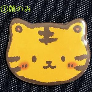 虎の缶バッジ(猫型)