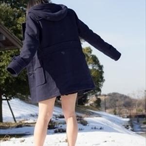制服、素足、雪ノ上