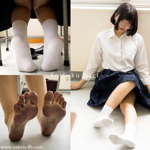 SEIFUKU GIRL & Foot Fetishism gyava
