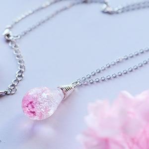 春の標本ペンダント-桜色-