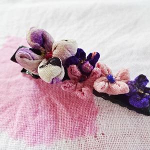 和柄花弁のヘアクリップ