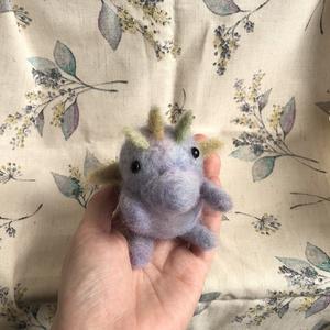 羊毛フェルト 小さなドラゴン  カエルム