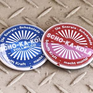 ショカコーラ 73mm缶バッジ 全2種類