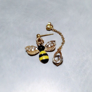 蜜蜂のキラキラピアス