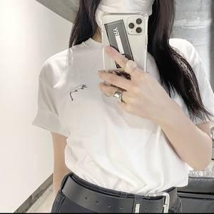 ねこちゃん1匹のTシャツ
