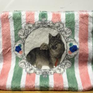 ウサギとオオカミのもふもふポーチ