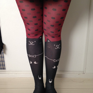 赤い!猫タイツ!黒猫がかわいいね!【暗黒電波美術】