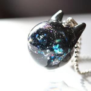 『雑誌掲載』宇宙猫のネックレス【レジン猫ネックレス】