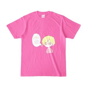 生卵を英訳しようとする少年のTシャツ