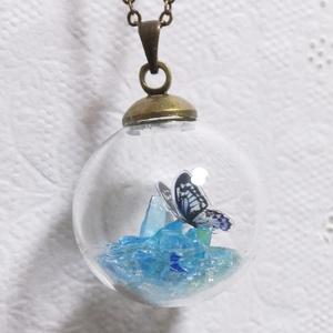 ガラスドームに遊ぶ蝶~ペンダント