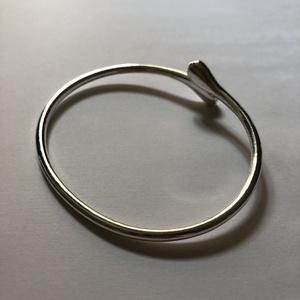 今だけ限定24Hセール【silver925】雫 シンプルシルバーブレスレット フリーサイズ SV925