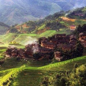 山岳地帯の静かな農村