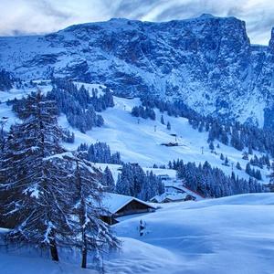 雪の降る村