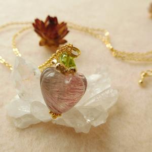 苺水晶のペンダント