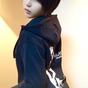 I Yuki パーカー 黒 (Lサイズ)