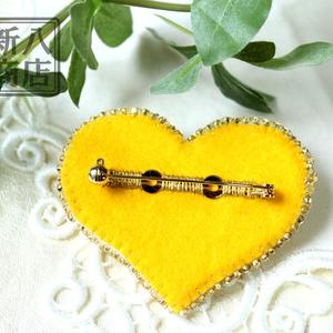 黄色いハートのブローチ