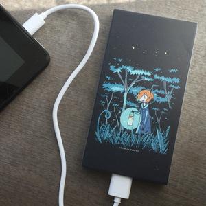 夜の森のモバイルバッテリー