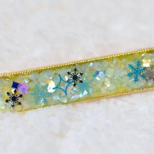 キラキラ雪結晶のヘアクリップ