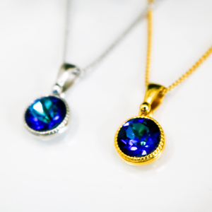 シンプルなクリスタルルガラスのネックレス バミューダブルー*選べる金具色