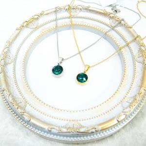 *シンプルなまるのスワロフスキーネックレス エメラルド*金具の色が選べます
