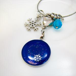 夜明けの雪景色のバックチャーム ロイヤルブルー×オーロラ シルバー金具