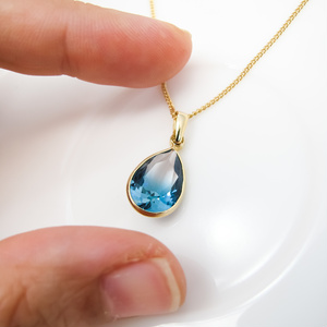 クリスタルガラスのしずく型グラデーションネックレス クリア×ブルーグリーン