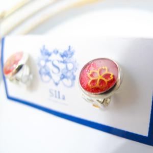 ちいさなまるい 金の桜のイヤリング 桜色×マゼンダ 蝶バネ式 シルバー金具