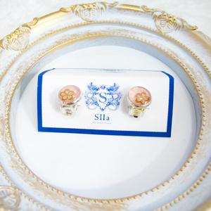 ちいさなまるい 金の桜のイヤリング パステルピンク 蝶バネ式 シルバー金具