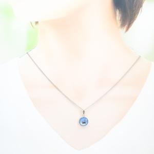ちいさなまるい ネックレス ~猫~ スカイブルー×ホワイトメタル シルバー金具