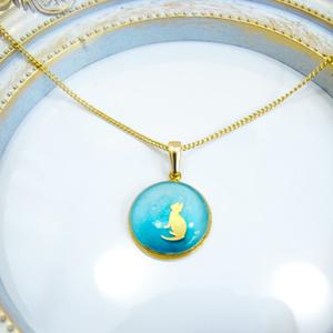 ちいさなまるいネックレス ~猫~ パステルグリーン×メタルグリーン ゴールド金具