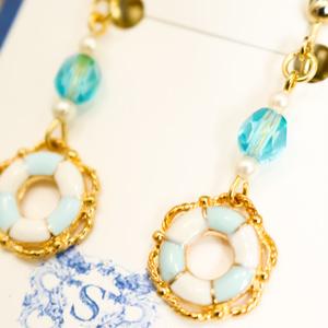 チェコビーズと浮き輪のイヤリング スカイブルー ゴールド金具 金具交換可能