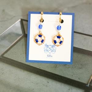 チェコビーズと浮き輪のイヤリング ウルトラマリンブルー ゴールド金具 金具交換可能