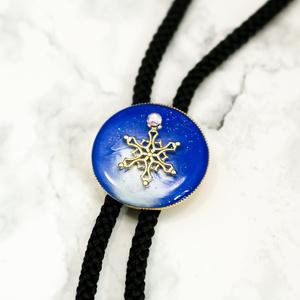 雪の結晶ループタイ ブルー×ブルーホワイト ゴールド金具