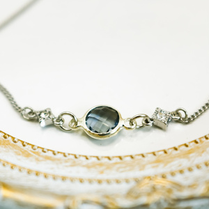 クリスタルガラスのブレスレット ブラッドダイヤカラー シルバー金具