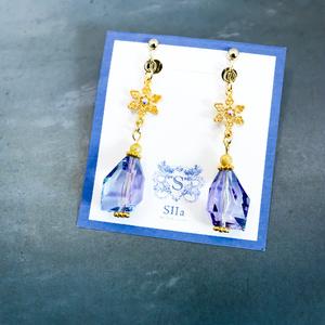アジサイ×ブルー のsnowflake Earing ゴールド金具