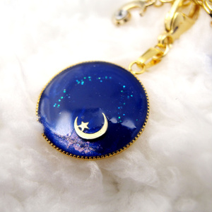 バックチャーム 青の月