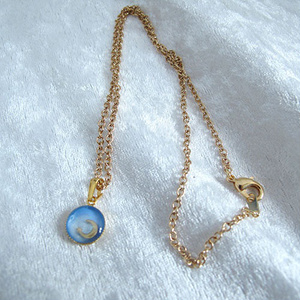 4種類のクレセントムーンのBLUEネックレス GOLD金具
