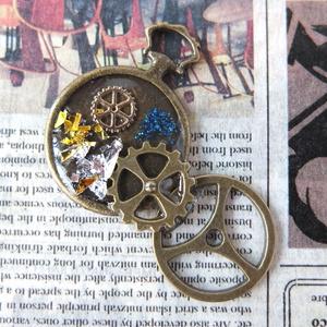 歯車と時計のネックレス