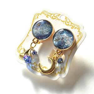 宇宙♡レジン 星と月のイヤリング